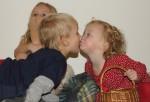 Elis pussar Mira framför Tilde